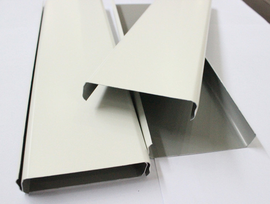 Akzo Nobel Powder Coating Aluminium Strip Ceiling Panel Untuk Arsitektur